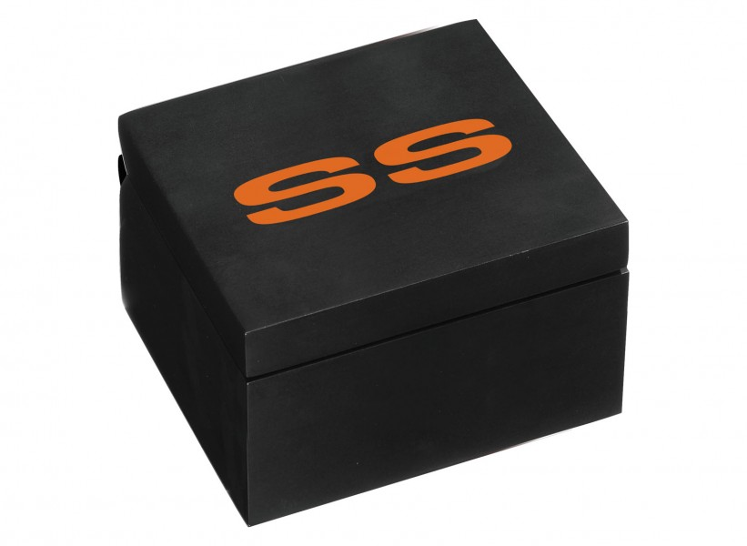 (4) Matching presentation box in black/orange